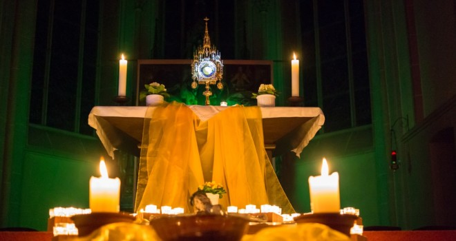 10 Way to Fall in Love With the Eucharist